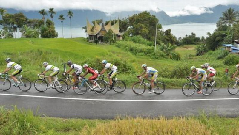 https: img.okezone.com content 2015 10 01 43 1223977 pembalap-sepeda-tuan-rumah-absen-di-tour-de-singkarak-2015-YptZke9UI1.jpg