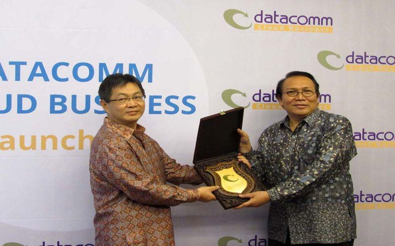 https: img.okezone.com content 2015 10 08 207 1228591 datacomm-siap-garap-pasar-cloud-indonesia-v4p9GRqpd6.jpg
