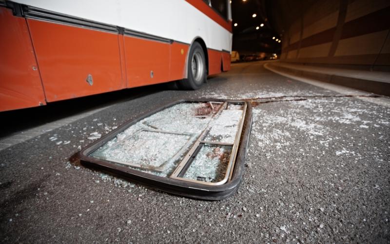 Bat Bus 12 >> Bus Dikawal Polisi Terlibat Kecelakaan Beruntun Tiga Tewas