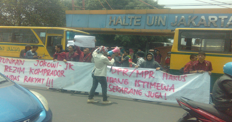Mahasiswa UIN Syarif Hidayatullah Jakarta demo. (Foto: Hambali/Okezone)
