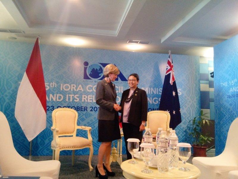 Menlui RI Retno Marsudi dan Menlu Australia Julie Bishop dalam pertemuan IORA di Padang, Sumatera Barat. (Foto: Twitter Kemlu RI)