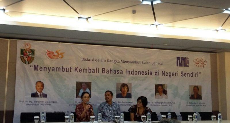https: img.okezone.com content 2015 10 29 65 1240067 bahasa-indonesia-semakin-tergerus-kn7jwMYwfz.jpg
