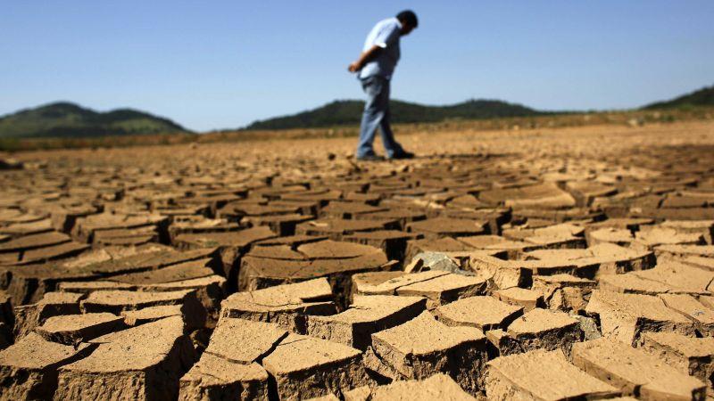 https: img.okezone.com content 2015 11 09 56 1246396 perubahan-iklim-ciptakan-kenaikan-kemiskinan-hingga-100-juta-orang-vbho7KhGTZ.jpg