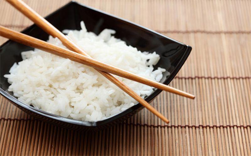 https: img.okezone.com content 2015 11 13 481 1248767 alasan-anda-harus-makan-nasi-putih-PXNDWSaSyJ.jpg