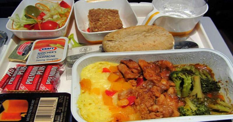 https: img.okezone.com content 2015 12 02 298 1259573 terungkap-kapan-makanan-dimasak-sebelum-pesawat-tinggal-landas-C0f8YHtvbk.jpg