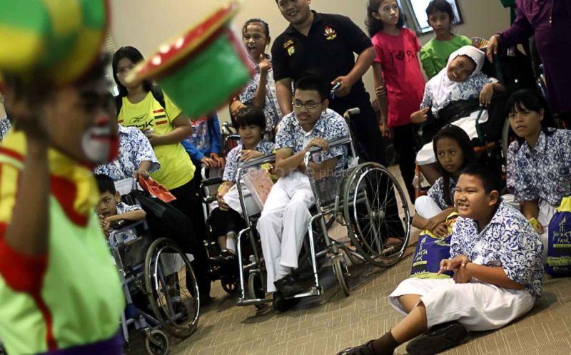 https: img.okezone.com content 2015 12 03 65 1260029 hak-pendidikan-penyandang-disabilitas-di-indonesia-0CgOGgtIwh.jpg