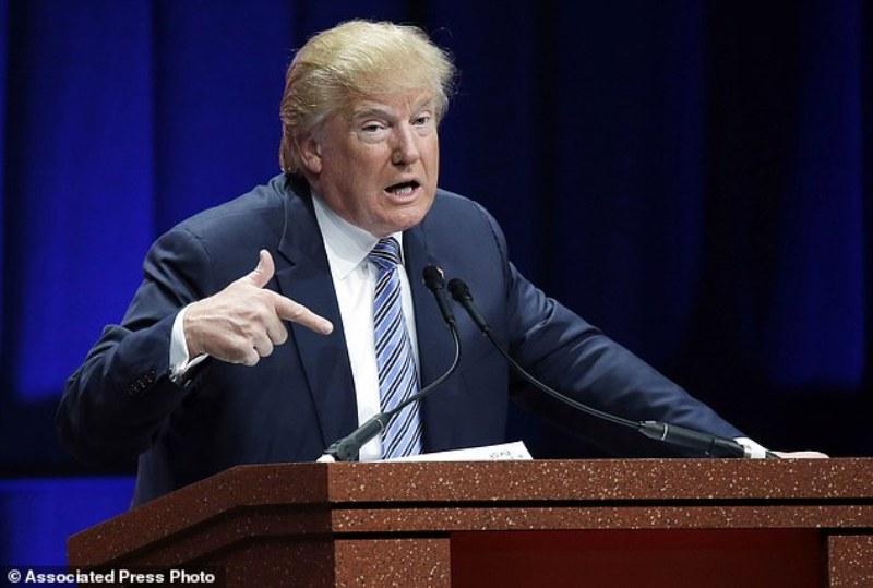 Donald Trump Akan Larang Muslim Masuki AS