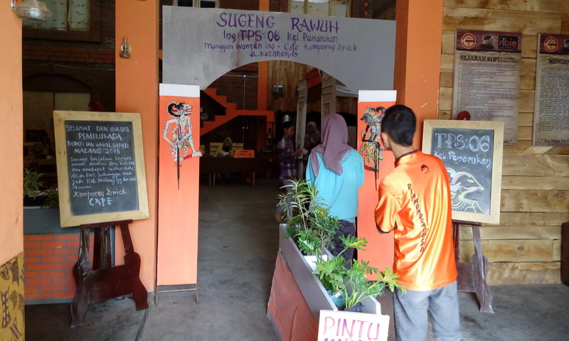 TPS kafe di Pilkada Malang