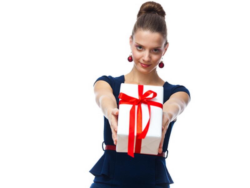 https: img.okezone.com content 2015 12 13 196 1266567 kolega-yang-wajib-diberi-hadiah-di-hari-penting-Mo5z7913L6.jpg