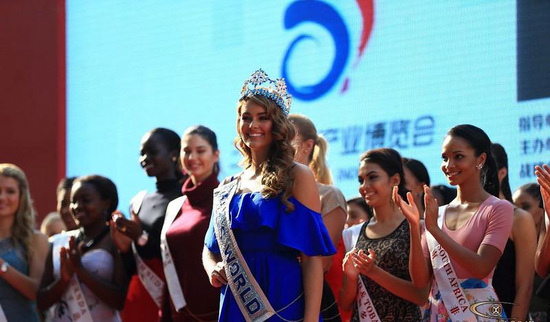 https: img.okezone.com content 2015 12 18 194 1270752 istimewanya-malam-puncak-miss-world-2015-pvfeqthxGO.jpg