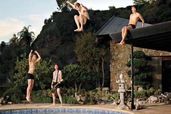 https: img.okezone.com content 2015 12 28 205 1276033 5-seconds-of-summer-akan-liburan-di-bali-ONlM3kgioQ.jpg