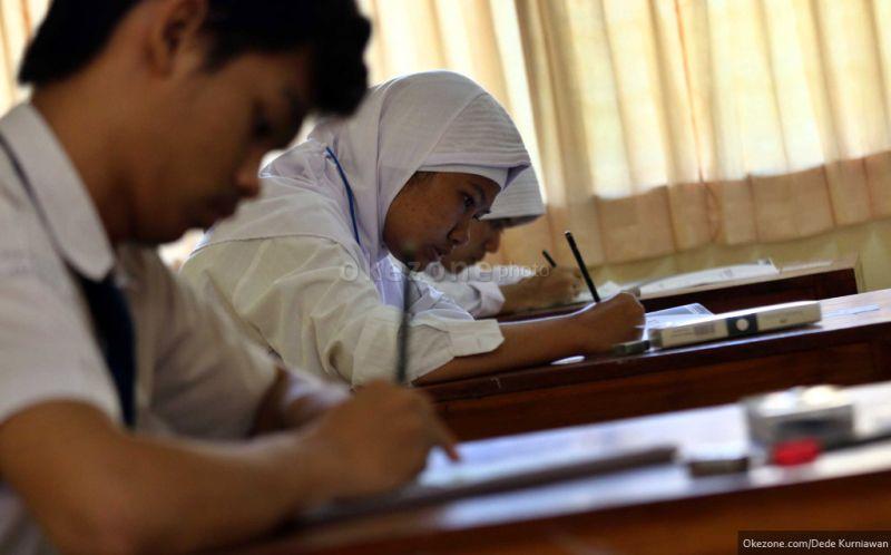 https: img.okezone.com content 2016 01 05 65 1281119 618-sekolah-di-surabaya-terapkan-k13-dB7YQ3EJWF.jpg