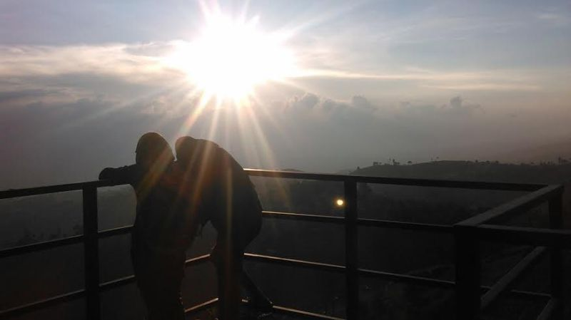 https: img.okezone.com content 2016 01 08 406 1283482 lihat-sunset-terindah-datangi-saja-bandung-9enfCRGSxe.jpg