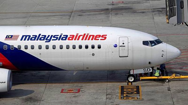 https: img.okezone.com content 2016 01 08 406 1283826 penumpang-emosi-malaysia-airlines-cabut-pelarangan-batasan-bagasi-aOgBEliOi0.jpg