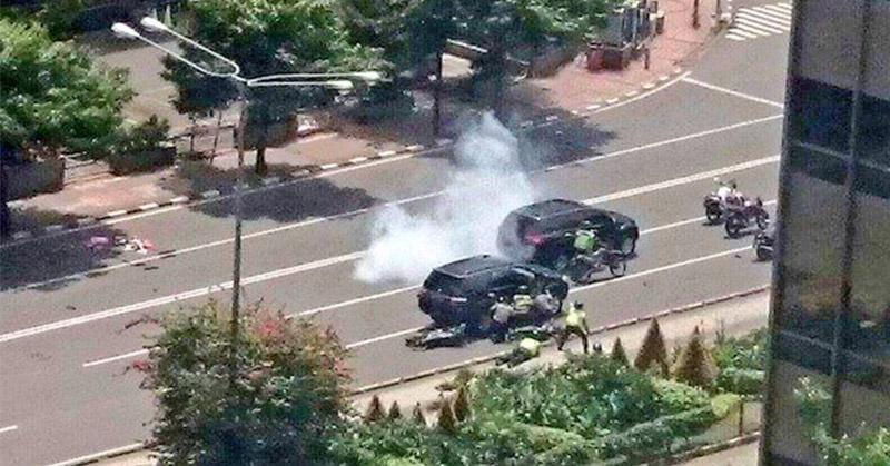 https: img.okezone.com content 2016 01 14 338 1287931 ada-delapan-serangan-teroris-di-jakarta-hari-ini-f482YV3sFh.jpg