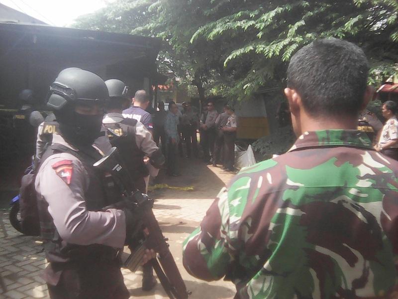 Densus 88 Tangkap Terduga Teroris di Ciputat : Okezone News
