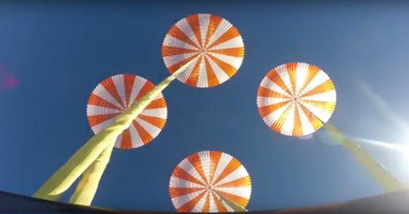 https: img.okezone.com content 2016 01 28 56 1299593 spacex-sukses-uji-empat-parasut-untuk-pendaratan-astronot-5w8IKESnuN.jpg