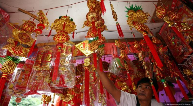 Banyak toko Feng Shui yang menjual patung katak berkaki tiga dengan koin di mulutnya.