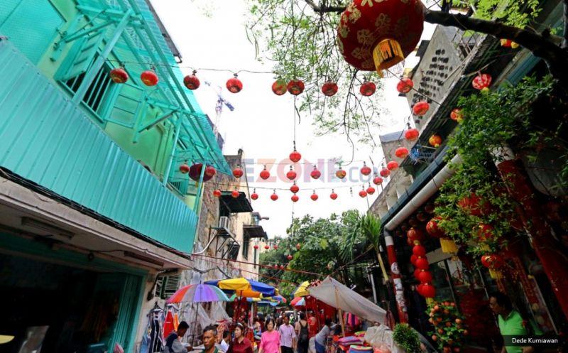 Anak Muda Tionghoa Tetap Patuhi Tradisi