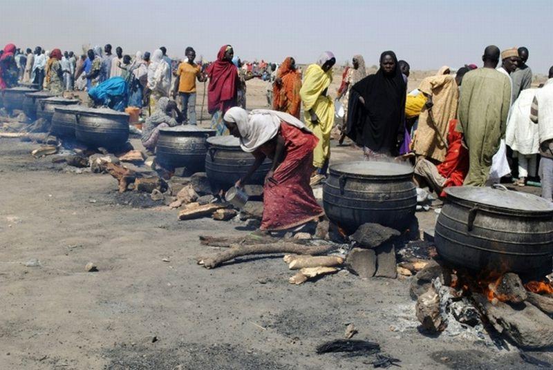 Suasana perkemahan di Dikwa sebelum terkena ledakan bom bunuh diri (Foto: Daily Mail)
