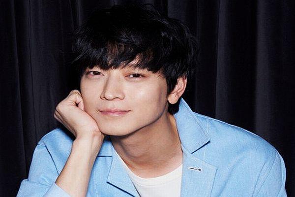 https: img.okezone.com content 2016 02 12 33 1310900 kang-dong-won-ciuman-mendadak-dengan-shin-hye-sun-B7obDpZBUQ.jpg