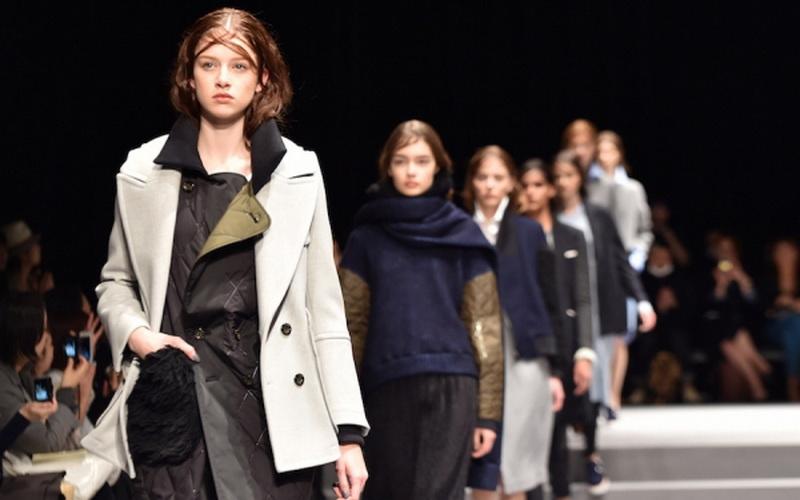 Desainer Jepang Fashion Show Di Teater Giorgio Armani