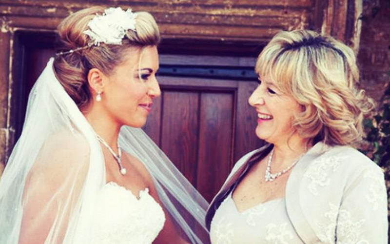 Прическа для мамы на свадьбу сына