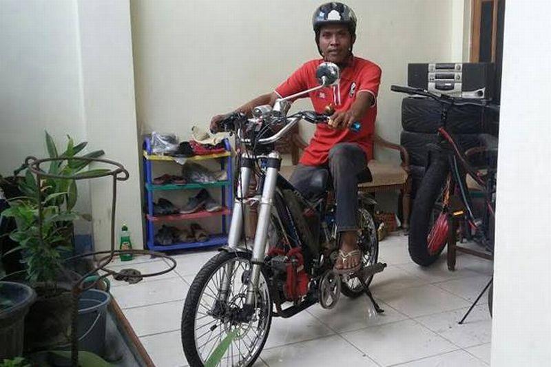 Sepeda Dimodifikasi Menggunakan Mesin Potong Rumput Okezone Otomotif