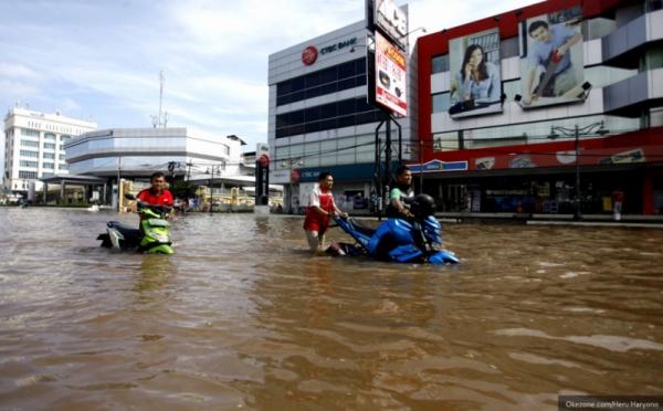 kambing-hitam-ahok-saat-banjir-melanda-jakarta