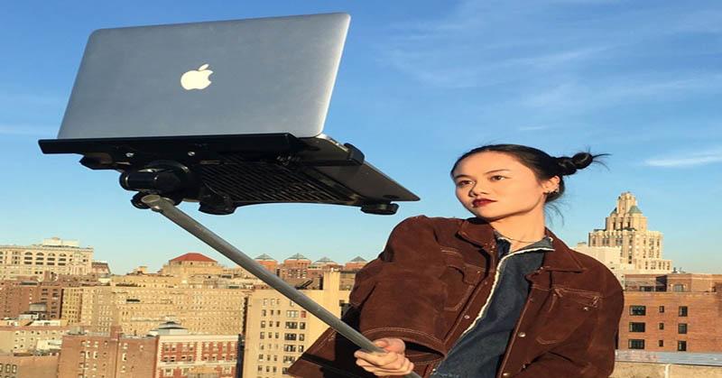 Tren Selfie Gunakan MacBook Hebohkan Netizen