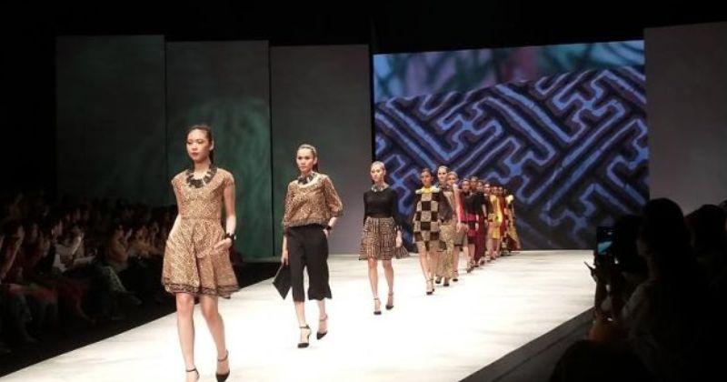 https: img.okezone.com content 2016 03 12 194 1334213 warna-warni-batik-bali-dalam-gianyar-wonder-culturals-l7rhOEXaqb.jpg