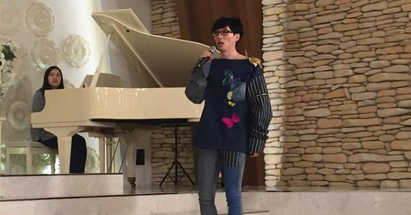 https: img.okezone.com content 2016 03 23 33 1343724 yoo-jae-suk-rela-bernyanyi-di-pernikahan-fans-qAoEQ2LjWW.png