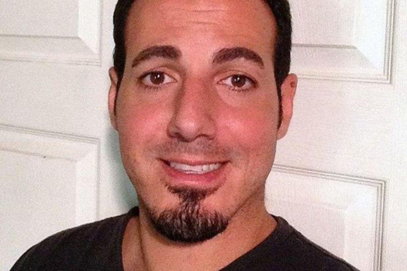 https: img.okezone.com content 2016 04 03 18 1352503 amir-dibunuh-ayahnya-karena-jadi-gay-m4bNETgLcQ.jpg