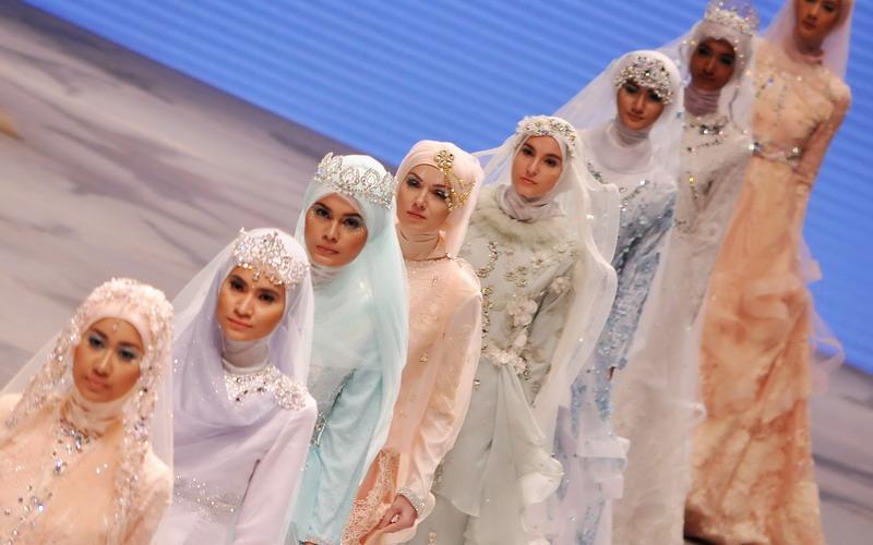 Tips Oki Setiana Dewi Memilih Gaun Pengantin Syar I Okezone Lifestyle