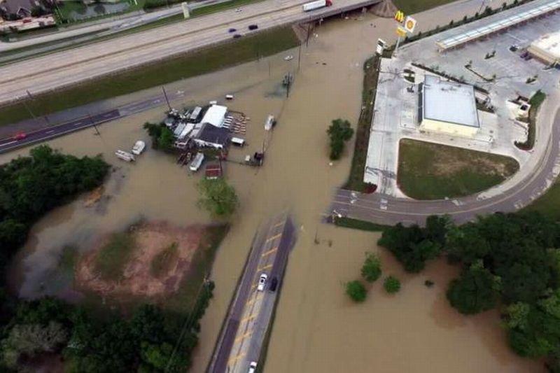 https: img.okezone.com content 2016 04 20 18 1367951 banjir-di-texas-tewaskan-tujuh-orang-IZUZIyG5au.JPG