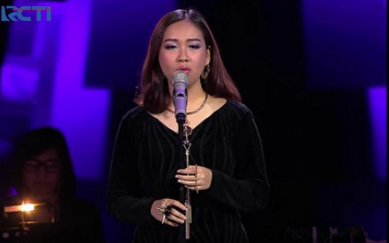 https: img.okezone.com content 2016 04 22 205 1370087 mengenal-lebih-dekat-gloria-jessica-fenomena-baru-the-voice-indonesia-H788InnHgH.jpg