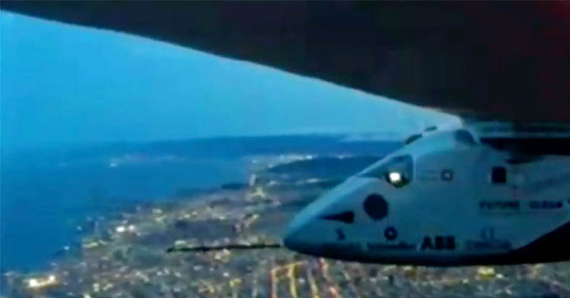 https: img.okezone.com content 2016 04 24 56 1371372 pesawat-bertenaga-matahari-sukses-mendarat-di-california-RnyzXk4LX2.jpg