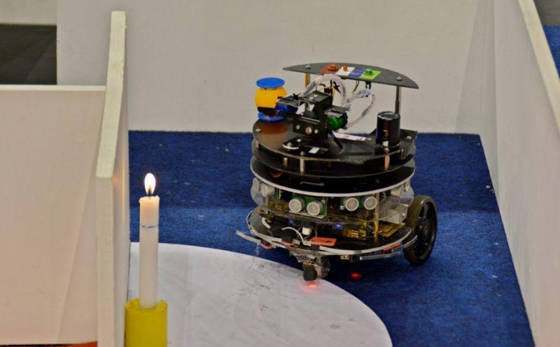 Hasil gambar untuk robot damkar pendeteksi api indonesia