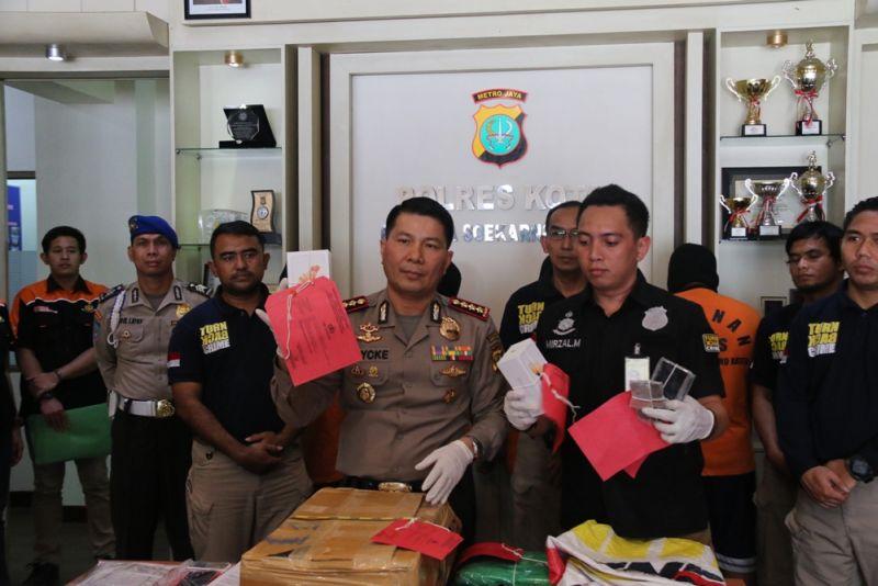 Pencurian Kargo di Pesawat (Foto: Denny Irawan/Sindo)