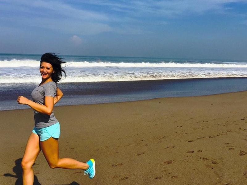 Hasil gambar untuk lari di pantai