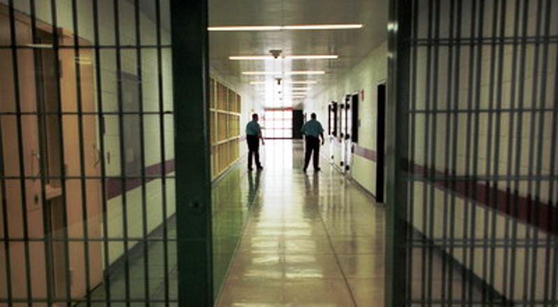 https: img.okezone.com content 2016 05 05 340 1381359 berdaya-tampung-165-orang-rutan-dumai-disesaki-745-napi-dan-tahanan-0nWsleor6N.jpg