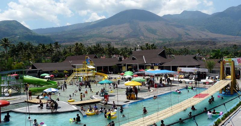https: img.okezone.com content 2016 05 05 406 1381285 wisatawan-padati-wisata-air-panas-cipanas-garut-5IACgDv8ie.jpg