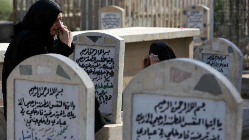 https: img.okezone.com content 2016 05 06 18 1382115 siapkan-penguburan-lima-warga-irak-tewas-dibom-PQPXbmO2Bv.jpg
