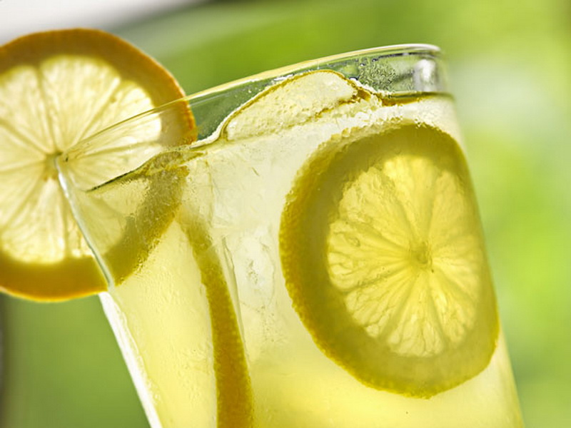 https: img.okezone.com content 2016 05 16 481 1389221 segarnya-air-lemon-bangkitkan-energi-4lHQkOLDtk.jpg