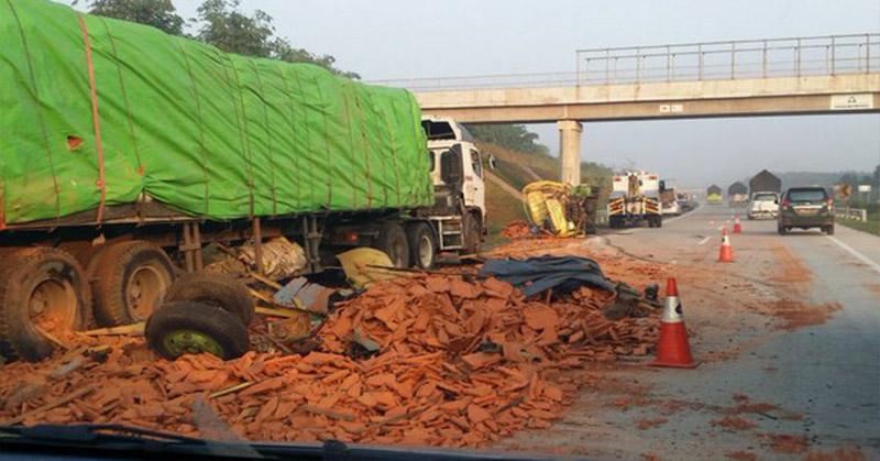 Image Result For Kecelakaan Truk Tol Cipali