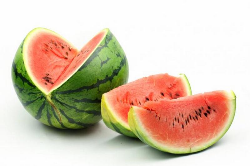 https: img.okezone.com content 2016 05 22 481 1394753 7-khasiat-dari-biji-semangka-untuk-kesehatan-XaMgqEBN2c.jpg