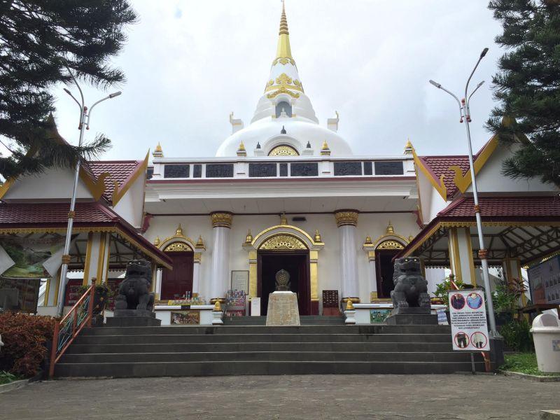 Lihat Vihara Kota Kembang Ini Seraya di Thailand : Okezone Travel