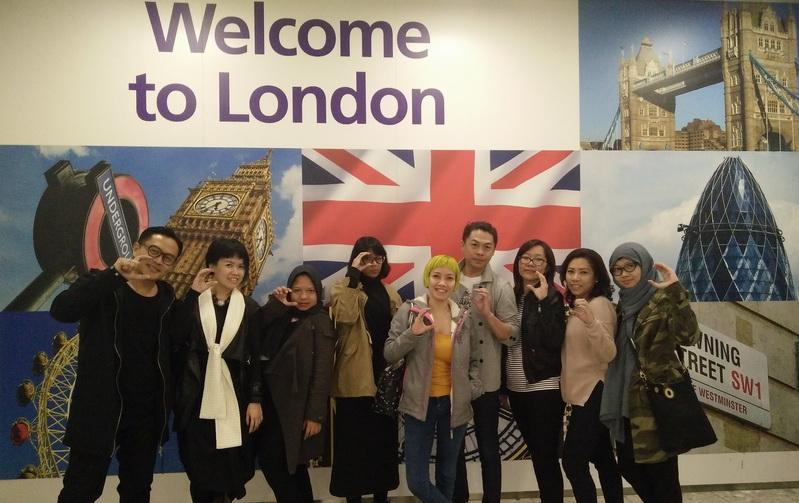 https: img.okezone.com content 2016 05 28 194 1400010 pembukaan-indonesian-weekend-london-7-desainer-pamerkan-karya-terbaik-eV7DDFNeuX.jpg