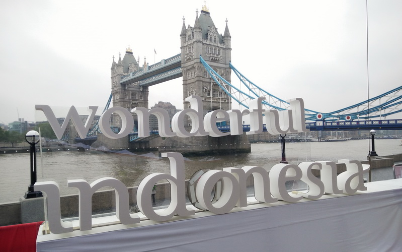 https: img.okezone.com content 2016 05 28 406 1400213 wow-ada-wonderful-indonesia-di-potters-field-london-VQTwh29eM9.jpg
