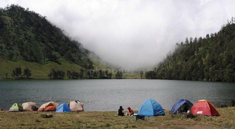 Gunung Semeru juga menjadi salah satu gunung favorit pendaki mancanegara.